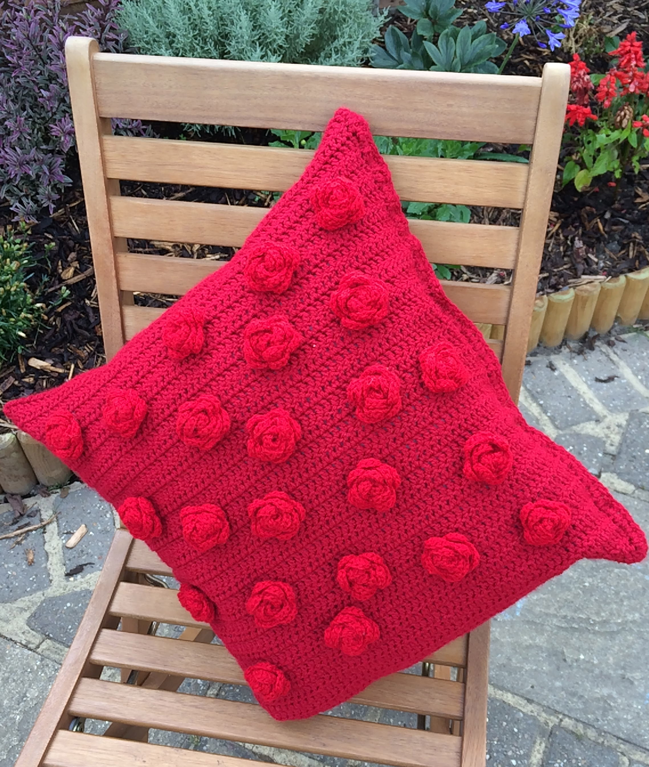 How to Crochet a Red Rose Cushion Cover