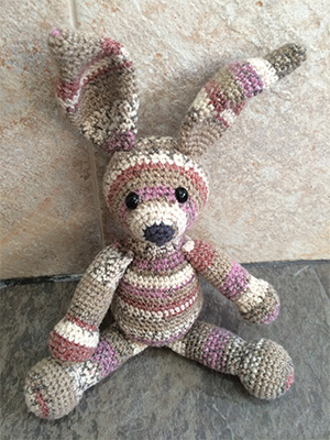 Crochet bunny rabbit toy! Free pattern to crochet your own bunny.
